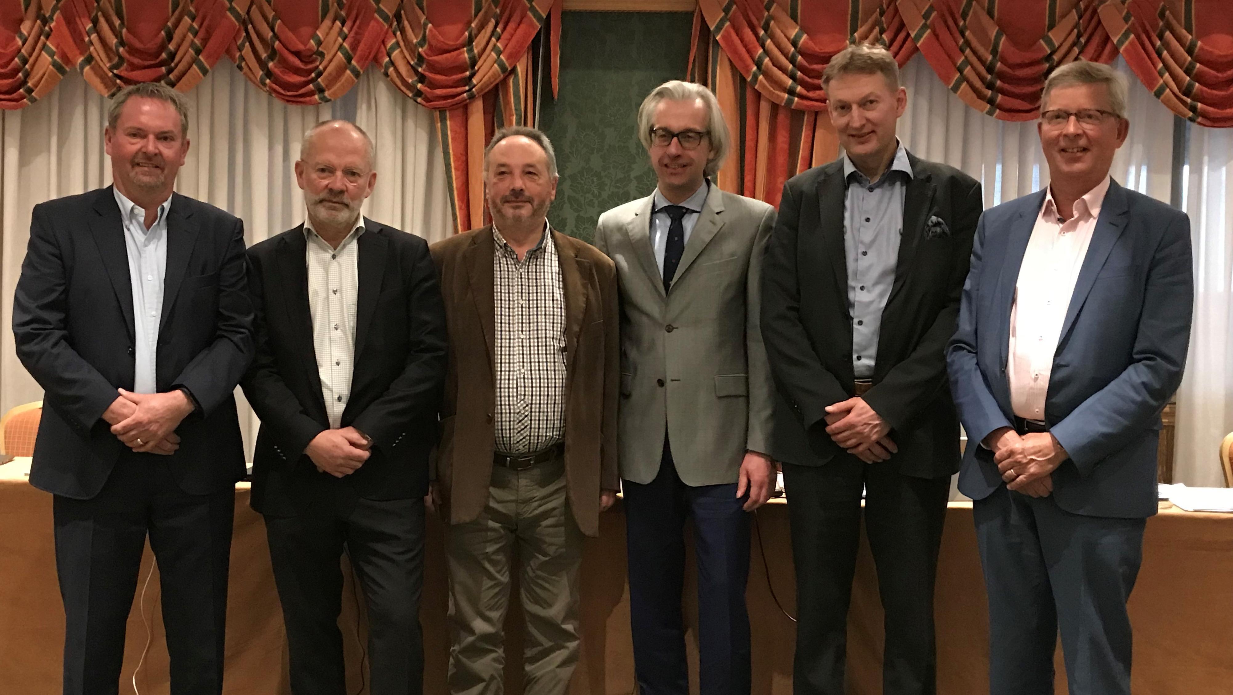 De gauche à droite, les membres du Comité de Direction d'ETIM International Eric Piers, Sverker Skoglund, Ryszard D'Antoni, Hans Henning, Magnus Siren et Jan Janse.